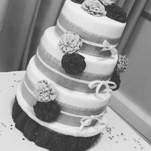 Nov_wedding_cake_lacecakes1