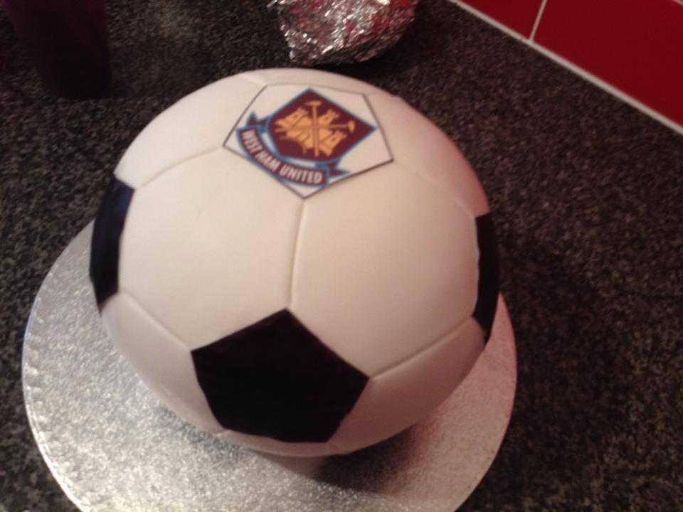 Football Cake Pictures Uk : Football Cake birthday cakes, christening cakes, naming ...