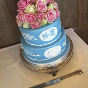 wedgewood_blue_wedding_cake_lacecakes1